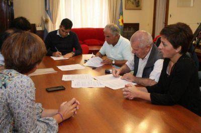 López firmó el convenio para el Boleto Estudiantil Gratuito, uno de los máximos derechos
