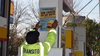 """Avanza la ley """"sin casco no hay nafta"""", pero los expendedores alertan sobre el modo de implementarla"""