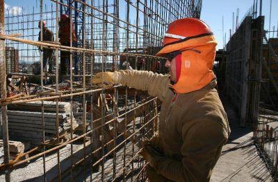 """Construcción: """"El sector privado mantiene las fuentes de trabajo"""""""
