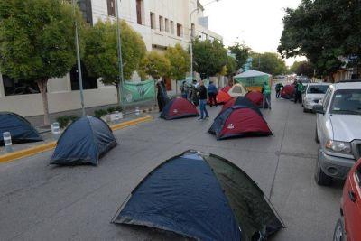 Jornada histórica: ATE Río Negro acampa por el pase a planta de 3000 trabajadores