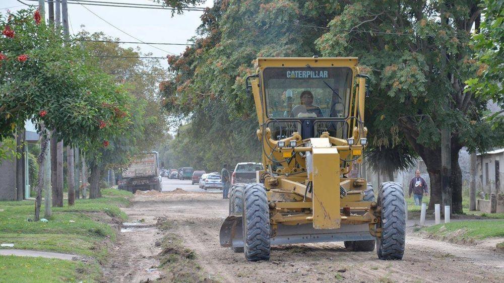 Reparan calles de tierra de uno de los barrios más golpeados de la ciudad