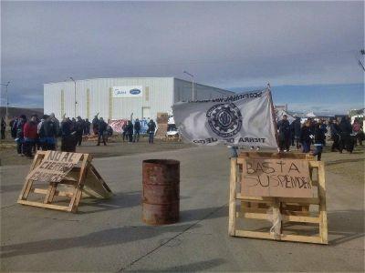Tierra del Fuego: Trabajadores de empresa electrónica se manifiestan por despidos