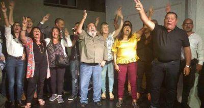 """El titular del PJ de Morón inauguró sede y con presencia de kirchneristas y massistas, pidió que arriba haya """"unidad"""""""