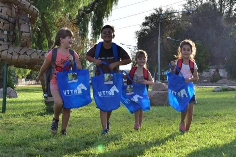 Gremio del turf completó la entrega de útiles escolares en todo el país