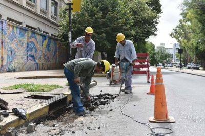 Encaran trabajos para mejorar el escurrimiento del agua en la zona del Parque Saavedra