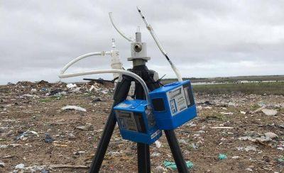 Realizan un análisis de suelo, aire y agua en el predio de residuos