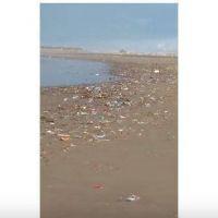 La historia se repite: la playa de Constitución nuevamente se llenó de residuos
