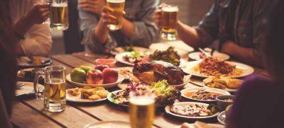 Cajas para sobras y eliminar los sorbetes: cómo es la guía para bares y pubs sustentables