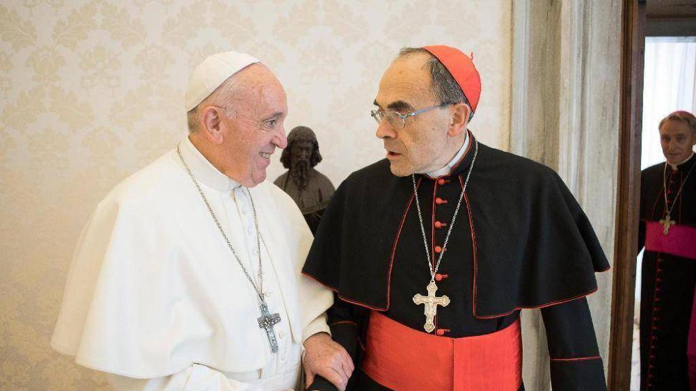 El cardenal Barbarin visita al Papa para entregar su dimisión