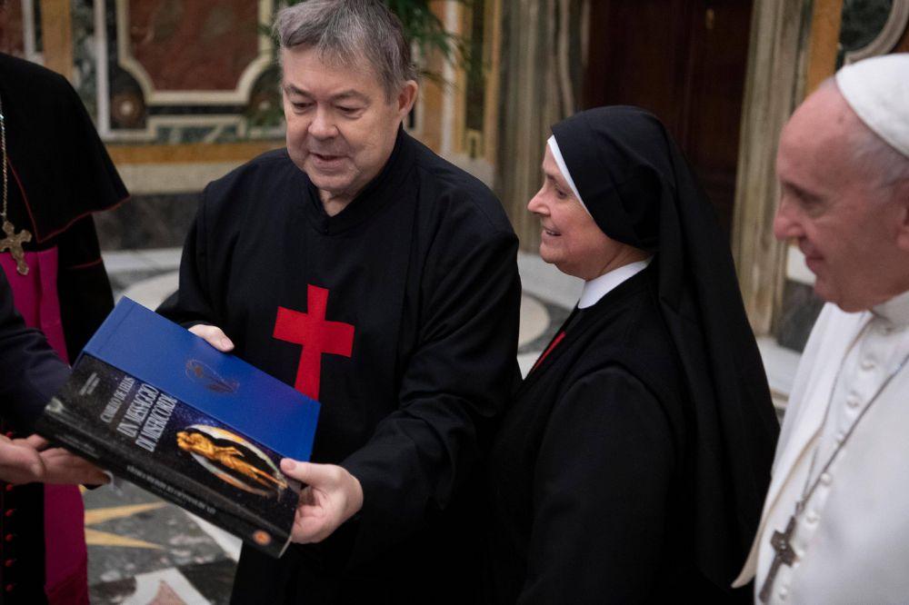 """Papa Francisco: """"La ternura es la 'médula' de nuestro encuentro con las personas que sufren"""""""