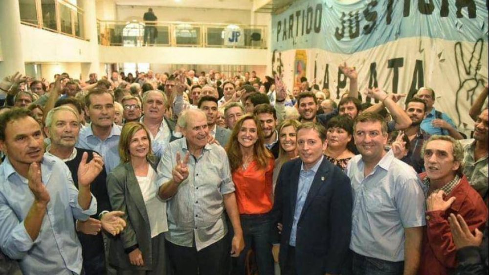 """Bajo la conducción de Fernando Gray, La Plata consagró la unidad: """"La foto de hoy es inolvidable"""""""