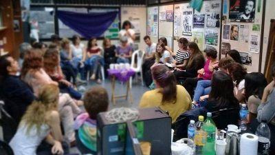 Actrices Argentinas, Mujeres de Coca Cola y estatales debatieron sobre los desafíos post 8M