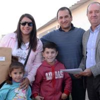 Entrega de viviendas sociales en Strobel y 228