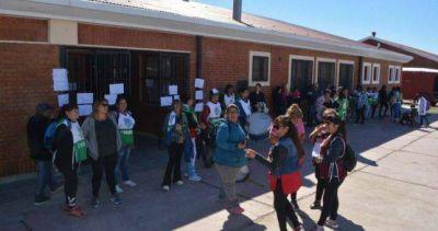 El gobierno de Chubut contrató una empresa de limpieza para romper una huelga de porteros