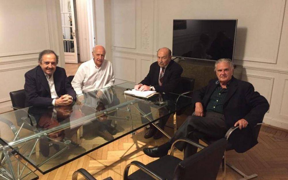 Radicales díscolos le ofrecieron colaboración a Lavagna para que defina su candidatura