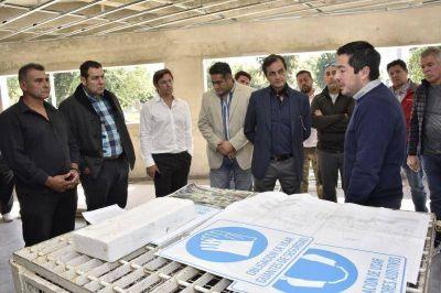 Nardini visitó la construcción del nuevo polo de seguridad junto a comerciantes