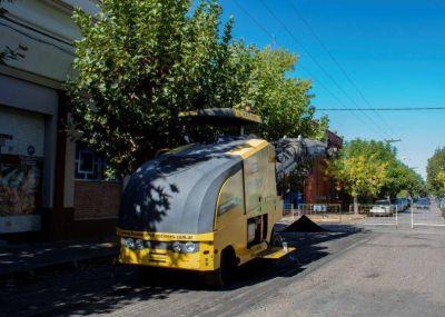 Comenzaron los trabajos para el reasfaltado y bacheo de calles céntricas