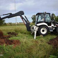 LEZAMA: El Municipio incorporó una nueva retroexcavadora HMK 0 km