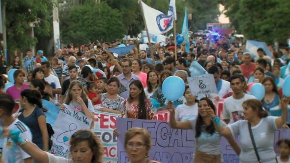 Cientos de santiagueños marcharon a favor del niño por nacer