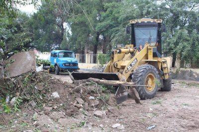 Realizaron un operativo integral de limpieza en el barrio Jorge Newbery
