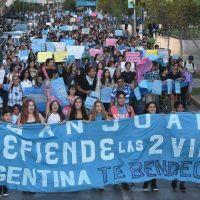 Unas 3.000 personas formaron una marea celeste para defender el derecho a la vida