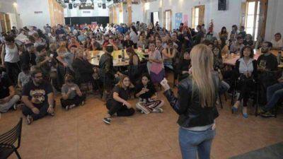 La precandidata a gobernadora kirchnerista Anabel Fernádez Sagasti presentó su equipo