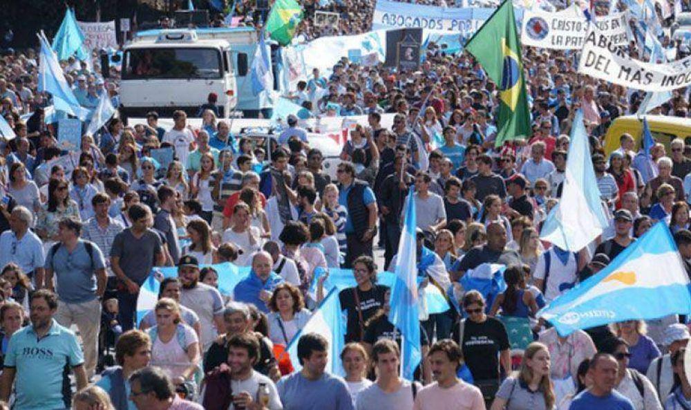 Marcha de los pañuelos celestes: miles de personas se movilizaron en contra del aborto