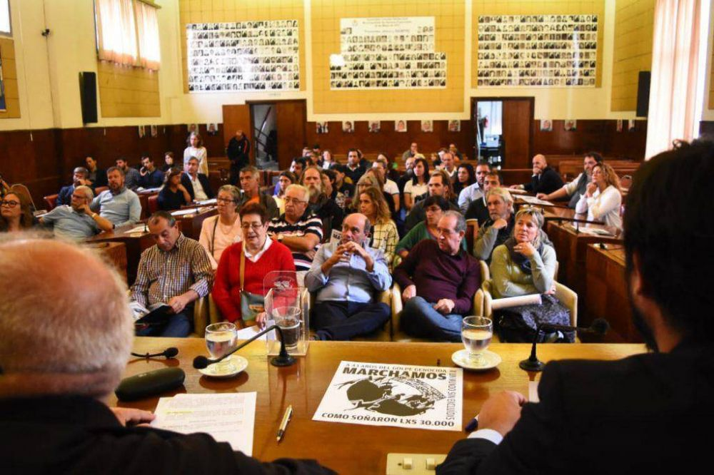 El Concejo sesionó por el Día de la Memoria: volvió a faltar Arroyo y fueron solo 3 funcionarios