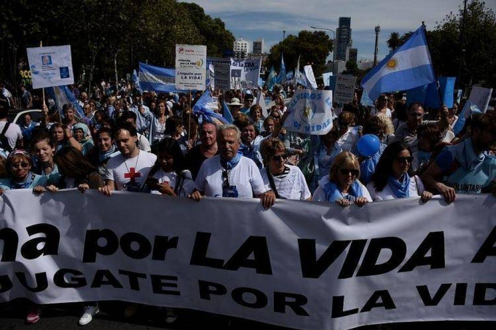Una multitud marchó en Buenos Aires contra la despenalización del aborto