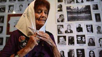 """Taty Almeida: """"No tenemos que olvidar a nuestros 30 mil detenidos y desaparecidos"""
