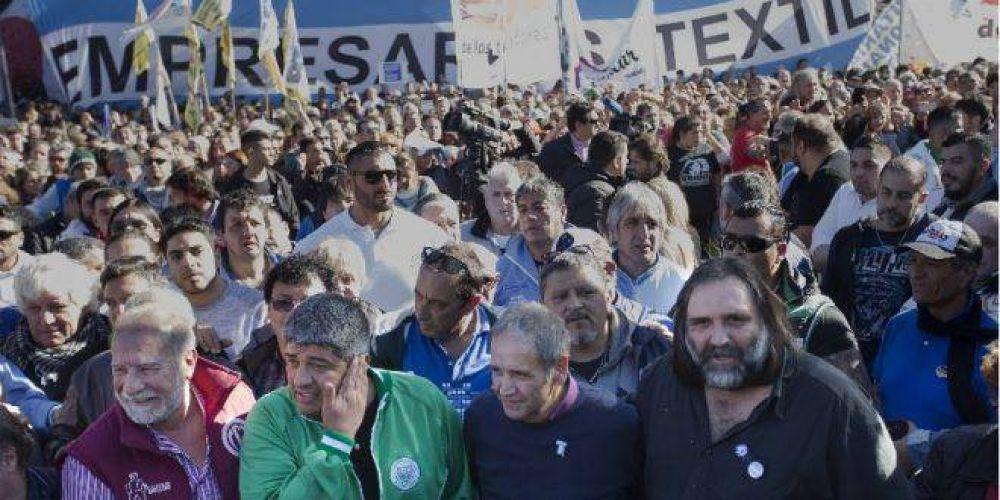 Al contario de la CGT, el Frente Sindical avanza hacia un paro