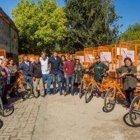 Entregan triciclos a cartoneros para la recolección de materiales reciclables