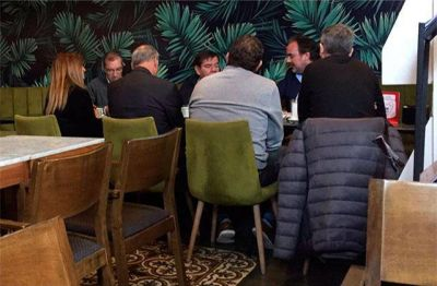 Foto polémica: Arroyo habría dado el visto bueno para que sus funcionarios se reúnan con Montenegro