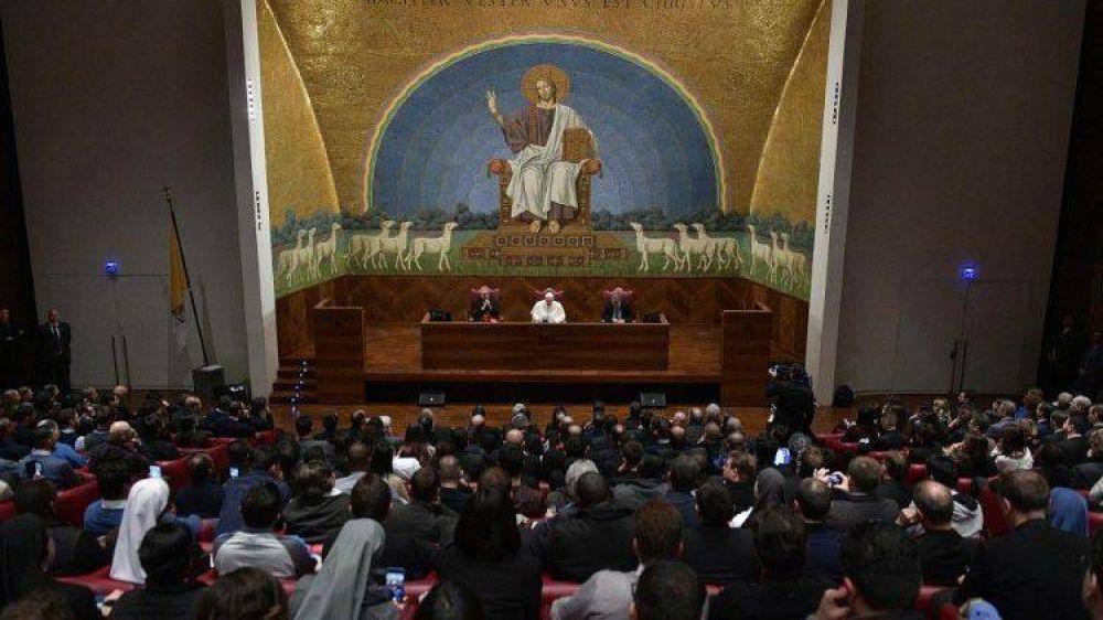 El Papa Francisco visita a sorpresa la Pontificia Universidad Lateranense
