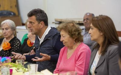 """Massa: """"Vamos a defender a los jubilados frente a la mirada insensible y soberbia del gobierno nacional"""""""