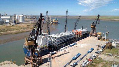 Llegaron al puerto nuevos equipos para un parque eólico de YPF Luz