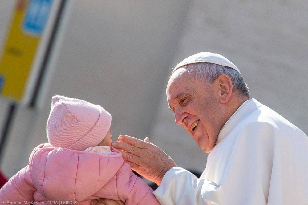 El papa Francisco firma 3 documentos anti abusos: carta apostólica, líneas guía y una ley