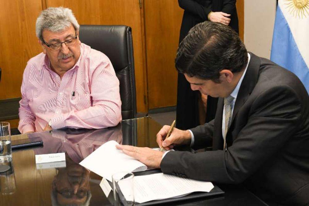 El RENATRE firmó un convenio marco para fiscalizar y registrar trabajadores rurales con la Secretaría de Trabajo de la Nación