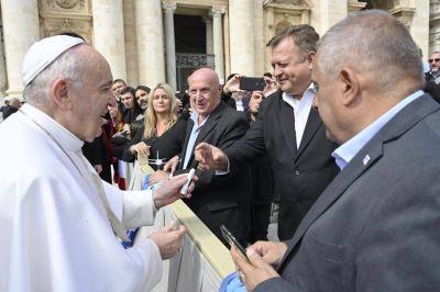"""El Papa Franciso recibió a Secretarios Generales de gremios aeronáuticos: """"Sigan en los cielos pero con los pies en la tierra"""""""
