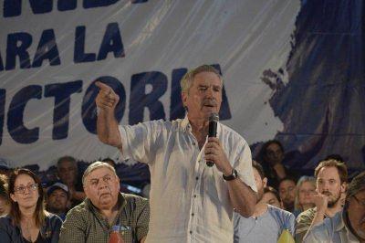 Con Felipe Solá como figura central, el Movimiento Evita lanzó la candidatura a gobernador del Chino Navarro