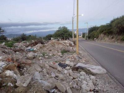El camino al Jumeal, con montañas de basura