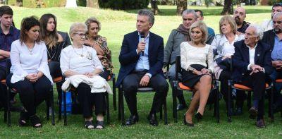 Mauricio Macri recibe a ex combatientes y familiares de los caídos en Malvinas