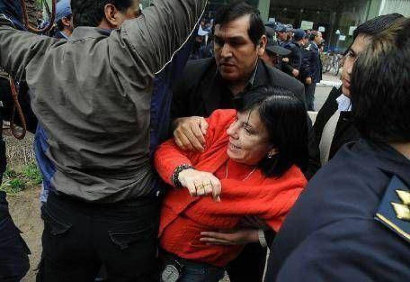 Capitanich ech� a la esposa por apoyar manifestaci�n en su contra