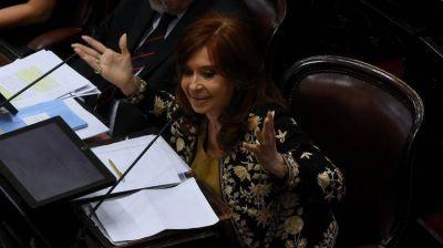 Cristina Kirchner juega a las dudas con su futuro, pero busca sumar tropa en el Congreso