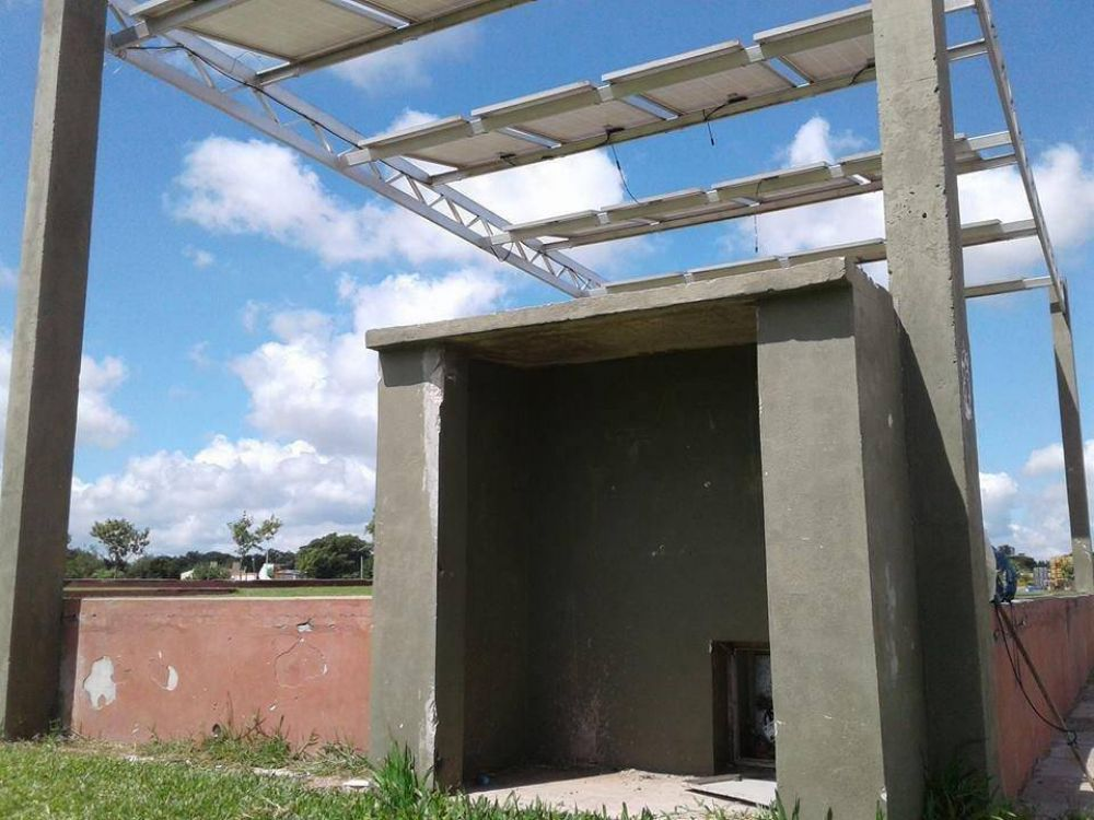 Piden la reposición de los paneles solares en el parque Hipódromo