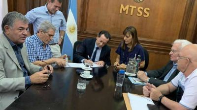 Con la firma del Ministro Dante Sica, se formalizó la firma del acuerdo salarial