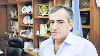 Desesperado por el poder: Cariglino ahora le suelta la mano a Macri y a Vidal, mientras en Malvinas se lo vote a él
