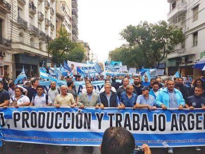 Los sindicatos mostraron su poder de movilización y reclamaron lanzar un paro general