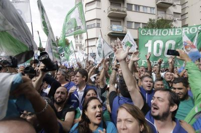 La muktitudinaria movilización del movimiento obrero en todo el país deja aún más expuesto al gobierno
