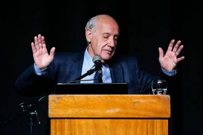 Mejora Cristina, baja Macri y asoma Alternativa Federal en los sondeos